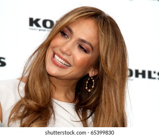 LOS ANGELES - NOV 18:  Jennifer Lopez at the press conference for Jennifer Lopez & Marc Anthony / KOHL'S Lifestyle Brand Launch at The London Hollywood on November 18, 2010 in W. Hollywood, CA