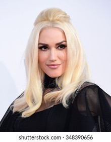 LOS ANGELES - NOV 22:  Gwen Stefani arrives to the American Music Awards 2015  on November 22, 2015 in Los Angeles, CA.