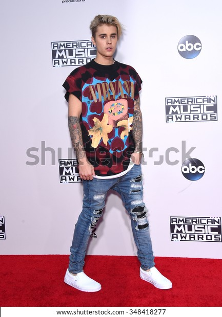 LOS ANGELES - NOV 22:  Justin Bieber arrives to the American Music Awards 2015  on November 22, 2015 in Los Angeles, CA.