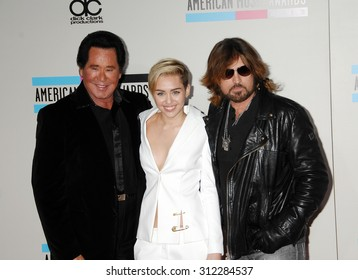 LOS ANGELES - NOV 24:  Wayne Newton, Miley Cyrus and Billy Ray Cyrus arrives at the 2013 American Music Awards Arrivals  on November 24, 2013 in Los Angeles, CA