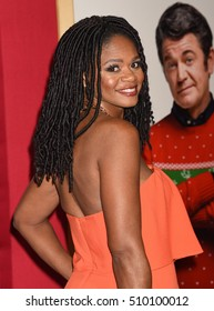 """LOS ANGELES - NOV 3:  Kimberly Elise arrives to the """"Almost Christmas"""" World Premiere  on November 3, 2016 in Los Angeles, CA"""