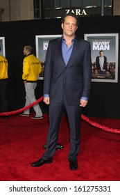 """LOS ANGELES - NOV 3:  Vince Vaughn at the """"Delivery Man"""" World Premiere at El Capitan Theater on November 3, 2013 in Los Angeles, CA"""