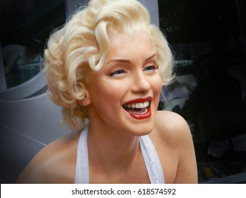 LOS ANGELES, NOV.14, 2014: Marilyn Monroe waxwork portrait at Los Angeles street. Merlin Monroe celebrity. Waxwork celebrities of USA Hollywood Walk of Fame. Famous stars. Young girl woman portrait