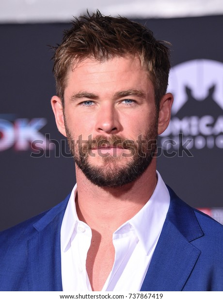 """LOS ANGELES - OCT 10:  Chris Hemsworth arrives for the """"Thor: Ragnarok"""" World Premiere on October 10, 2017 in Hollywood, CA"""