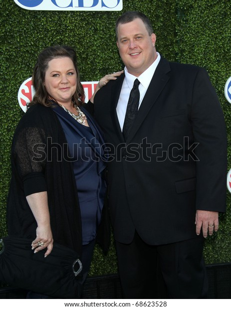 LOS ANGELES - OCT 11:  Melissa McCarthy & Billy Gardell arrives to the Summer Press Tour 2010-CBS CW Showtime on October 11, 2010 in Beverly Hills, CA