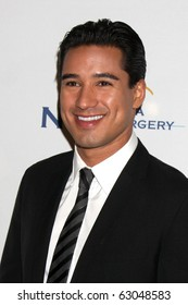 LOS ANGELES - OCT 14:  Mario Lopez arrives  at the Visionary Awards 2010 at Beverly Hilton Hotel on October 14, 2010 in Beverly Hills, CA