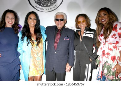 LOS ANGELES - OCT 16: Fran Drescher, Sheila E Pete Escovedo, Juanita Escovedo, Breshan Shaw at the The Unstoppable Warrior Woman Event at the Yamashiro Hollywood on October 16, 2018 in Los Angeles, CA