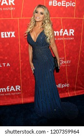 LOS ANGELES - OCT 18:  Carmen Electra at the 2018 amfAR Inspiration Gala at the Wallis Annenberg Center for the Performing Arts on October 18, 2018 in Beverly Hills, CA