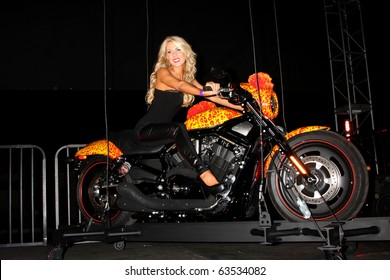 LOS ANGELES - OCT 21:  Gretchen Rossi & the Cosmic Starship Harley at the Harley Davidson Showcase at Bartels' Harley-Davidson on October 21, 2010 in Marina Del Rey, CA