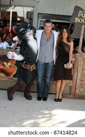 """LOS ANGELES - OCT 23:  Antonio Banderas, Salma Hayek arriving at the """"Puss In Boots"""" Premiere at the Regency Village Theater on October 23, 2011 in Westwood, CA"""