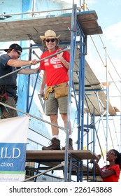 """LOS ANGELES - OCT 25:  William H Macy at the Habitat for Humanity build by Showtime's """"House of Lies"""" and Shameless at Magnolia Blvd on October 25, 2014 in Lynwood, CA"""