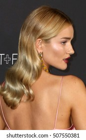 LOS ANGELES - OCT 29:  Rosie Huntington-Whiteley at the 2016 LACMA Art + Film Gala at Los Angeels Country Museum of Art on October 29, 2016 in Los Angeles, CA