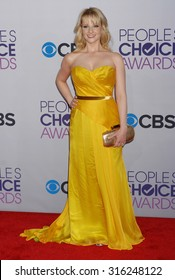 LOS ANGELES - OCT 4:  Melissa Rauch arrives at the 2013 Peoples Choice Awards  on January 9, 2013 in Los Angeles, CA