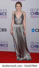 LOS ANGELES - OCT 4:  Taylor Spreitler arrives at the 2013 Peoples Choice Awards  on January 9, 2013 in Los Angeles, CA