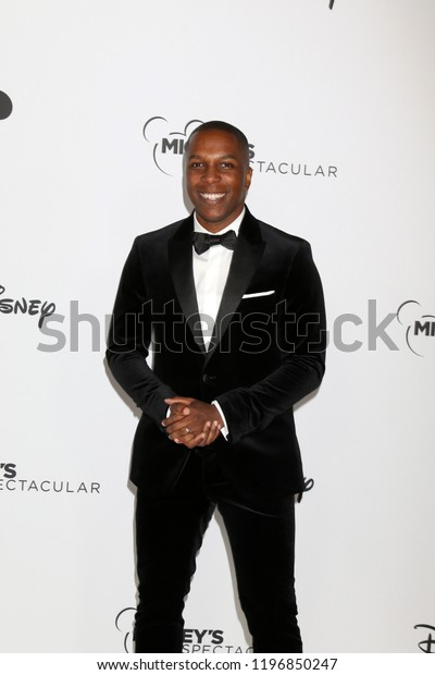 LOS ANGELES - OCT 6:  Leslie Odom Jr at the Mickey's 90th Spectacular Taping at the Shrine Auditorium on October 6, 2018 in Los Angeles, CA