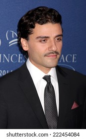 LOS ANGELES - OCT 8:  Oscar Isaac at the Princess Grace Foundation Gala 2014 at Beverly Wilshire Hotel on October 8, 2014 in Beverly Hills, CA