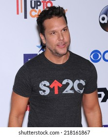 LOS ANGELES - SEP 05:  Dane Cook arrives to the Stand Up To Cancer 2014  on September 05, 2014 in Hollywood, CA