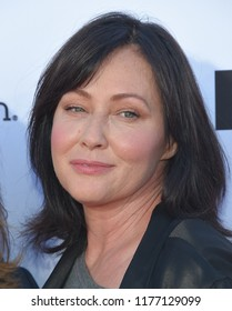 LOS ANGELES - SEP 07:  Shannen Doherty arrives to the Stand Up To Cancer 2018  on September 7, 2018 in Santa Monica, CA