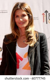 """LOS ANGELES - SEP 10:  Cindy Crawford arrives at the """"Stand Up 2 Cancer"""" 2010 Event at Sony Studios on September 10, 2010 in Culver City, CA"""