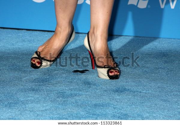 Feet carrie-anne moss Jill Scott