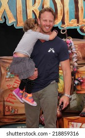 """LOS ANGELES - SEP 21:  Ian Ziering, daughter at the """"The Boxtrolls"""" Los Angeles Premiere at Universal City Walk on September 21, 2014 in Los Angeles, CA"""