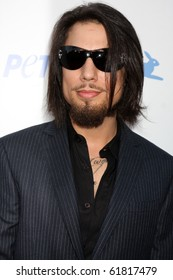 LOS ANGELES - SEP 25:  Dave Navarro arrives at the PETA 30th Anniversary Gala at Hollywood Palladium on September 25, 2010 in Los Angeles, CA