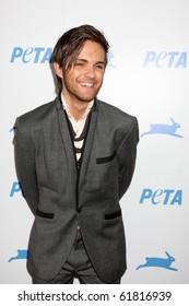 LOS ANGELES - SEP 25:  Thomas Dekker arrives at the PETA 30th Anniversary Gala at Hollywood Palladium on September 25, 2010 in Los Angeles, CA