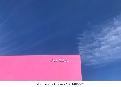 Los Angeles, United States, 5th, March, 2018. The Paul Smith pink wall in Melrose Avenue. It's one of the most famous selfie spots in L.A.