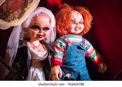 LOS ANGELES, USA - AUGUST 25, 2017: The characters, Tiffanu and Chucky, from the horror movie trilogy Child's Play in Hollywood Wax Museum. Editorial.