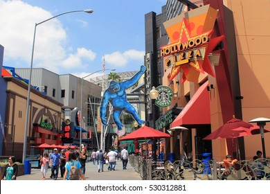 LOS ANGELES,CALIFORNIA,USA - MAY 20,2015: Universal studios - Foodcourt street with King Kong hanging from the wall