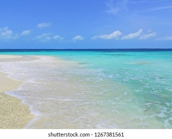 Los Roques, Caribbean Sea: Vacation in the blue sea and deserted beach. Peace and a dream. Fantastic landscape. Great caribbean view