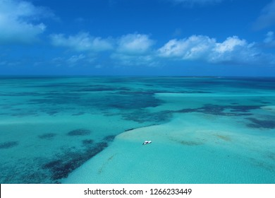 Los Roques: Vacation in the blue sea and deserted islands. Peace and a dream. Fantastic landscape. Great caribbean sea view