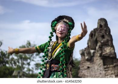 Losari mask dance / Tari topeng losari