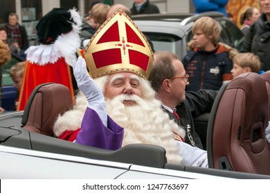 LOSSER, OVERIJSSEL / NETHERLANDS – NOVEMBER 17 2013: St. Nicolas with Mayor Michael Sijbom in car for transport to centre village.