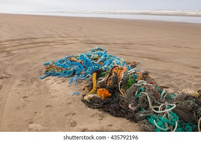 lost fishing nets and ropes washed up on the Oregon beach