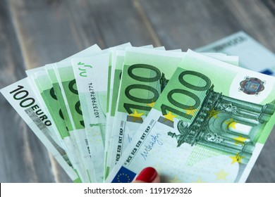 lots of 100 Euro banknotes in hand