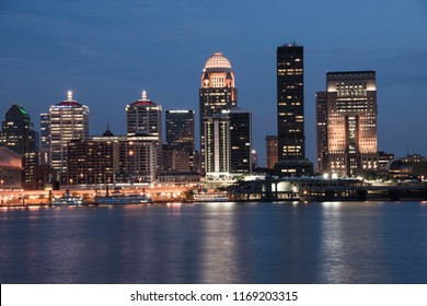 Louisville, Kentucky, USA, waterfront skyline at dusk
