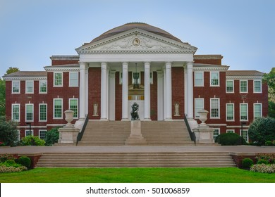 LOUISVILLE, KY, USA -SEPT. 18, 2016: The University of Louisville is a public university in Louisville, Kentucky. The Thinker in front of Grawemeyer Hall was cast in 1903.
