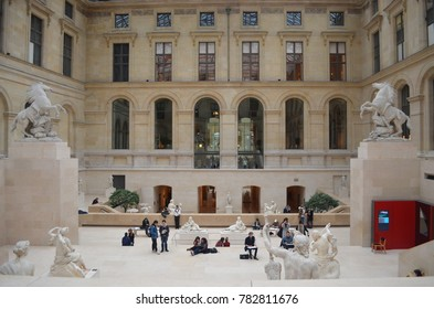LOUVRE MUSEUM, PARIS/FRANCE - DECEMBER 2017: View of people studying and drawing sculptures inside Louvre Museum. Paris/France.