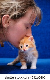 Love of the girl to a red kitten