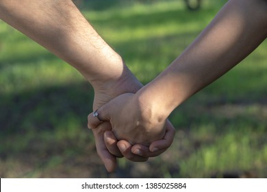 Love Holding hands In Nature Background