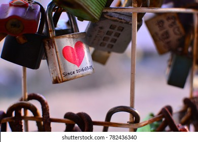 love latch, locks of love