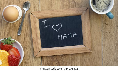 I love mom written in Dutch on a memo between a breakfast for her