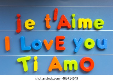 I love you, in different languages: English, French and Italian