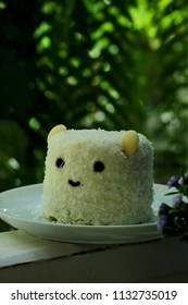 Lovely bear face decorate coconut pandan cake with some space for write wording, good idea for adding value on normal pandan cake sold in coffee shop or restaurant, popular sweet for meeting or rest