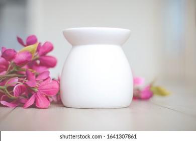 Lovely Cute white wax burner