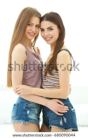 deux teen lesbiennes ayant sexe