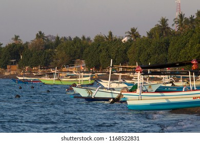 LOVINA,BALI ,INDONESIE -20 AUGUSTUS ,2018: Colored fishing boats lie on the beach of lovina, during sunset on Bali.