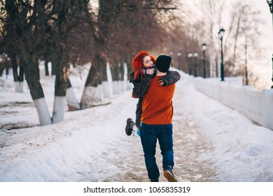 A loving young couple walks around the city.