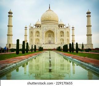 Low angle front view of Taj Mahal mausoleum in Agra, Uttar Pradesh, India
